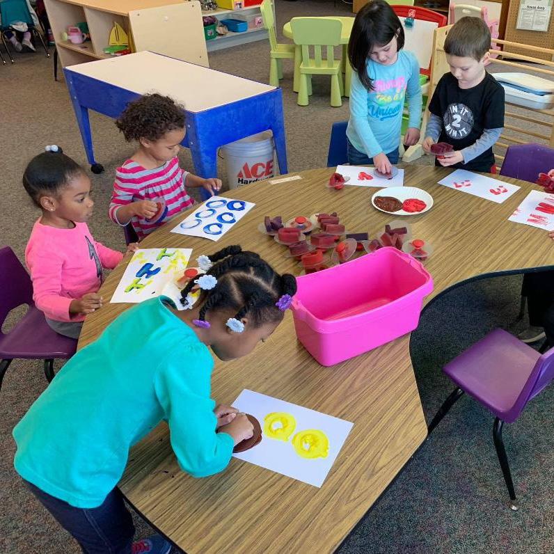preshool children making art in group activity